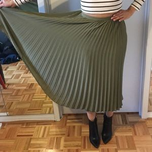 olive green pleated maxi skirt size 4